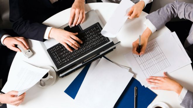 Business-People-Laptop-Meeting-Planning